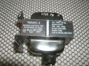 Johnson Controls Y65AR1 Transformer. Y65AR1. PRI. 120V, 60Hz, SEC. 24V 40VA. Class 2 Not Wet. Class 3 Wet.
