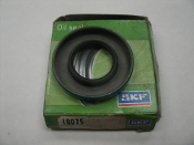 "SKF 10075 Oil Seal. New. MFG: 12561 1"" X 1 7/8"" X 1/4"". 75002803."