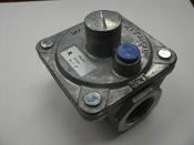 "Maxitrol RV48L Poppet Style Gas Regulator with Orifice Breather Hole. 1/2"" PSIG Po 3""-6"". 1317123. New. 737079602681. RV48L-66-0001."
