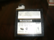 Honeywell Q652B1006 Solid State Spark Generator. Gas. 120 VAC, 60Hz, 0.7A. 2BMD02. 0004N. Tamatake Corporation.
